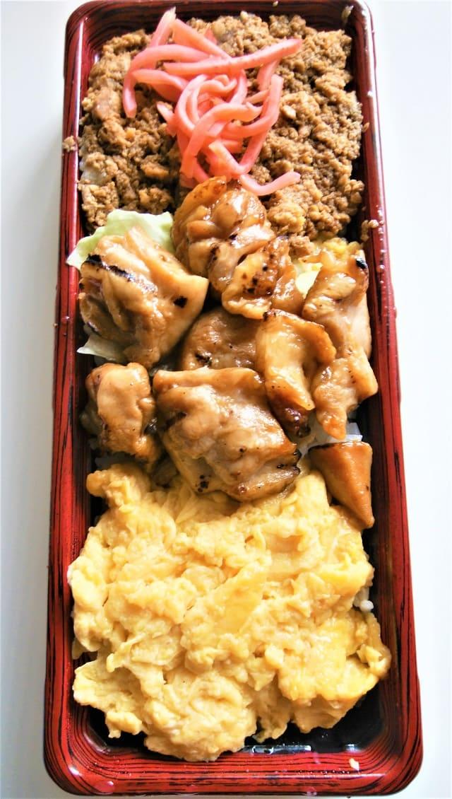 ヤオコーの自家製とじ玉子のそぼろ弁当(焼とり)