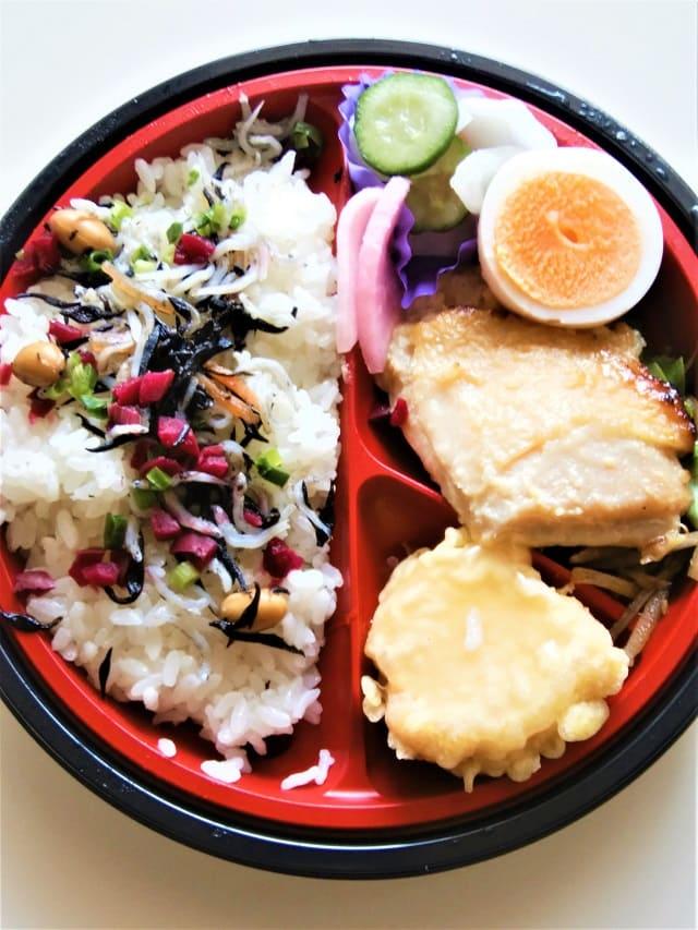 ヤオコーの梅とひじきのしらすご飯弁当