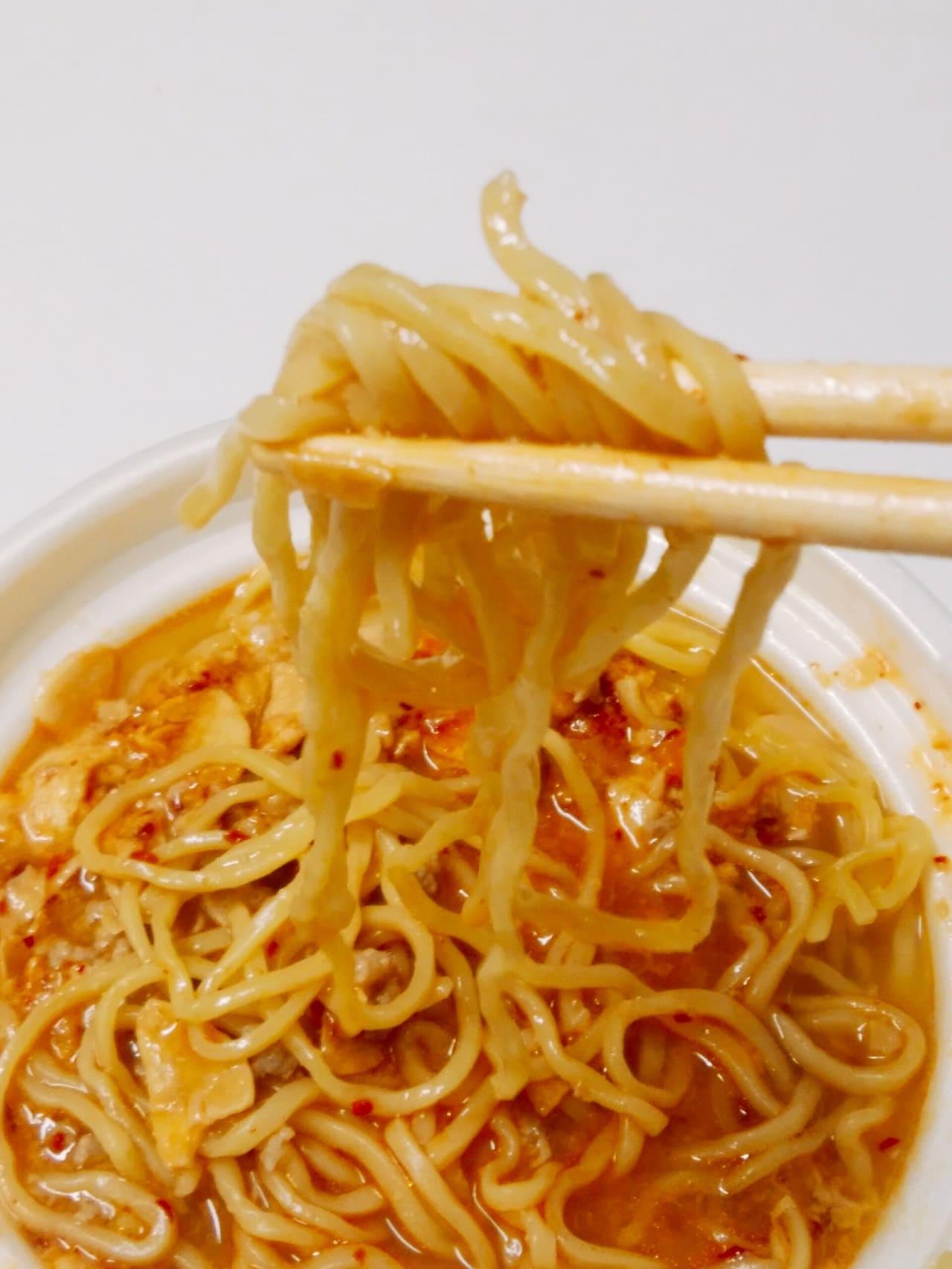 辛口スタミナラーメンの麺アップ
